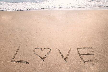 Love heart romantic beach. Summer holiday concept. Romantic love background. Valentine's Day theme. Copy space 版權商用圖片