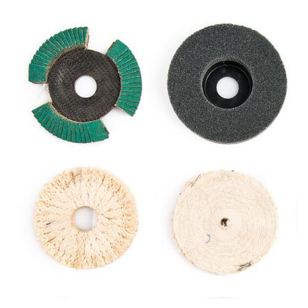 ferreteria: discos de hardware de ferreter�a sobre fondo blanco aisladas