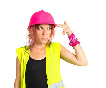 mujer trabajadora: Mujer del trabajador que hace el gesto de suicidio sobre fondo blanco Foto de archivo