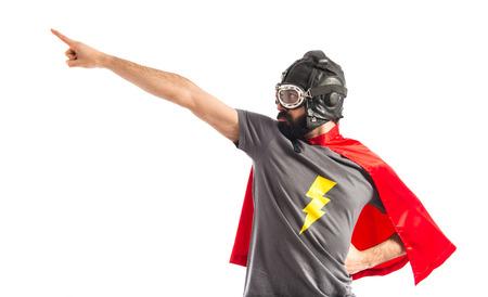 横方向を指しているスーパー ヒーロー