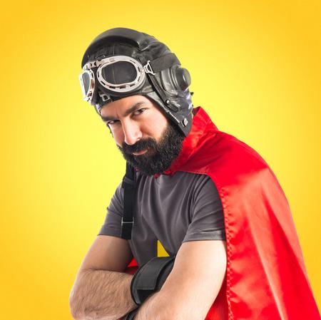 super cross: Héroe estupendo con los brazos cruzados Foto de archivo