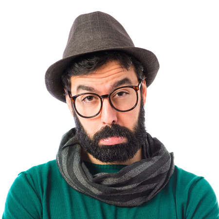 hombre con sombrero: Hombre triste sobre el fondo blanco