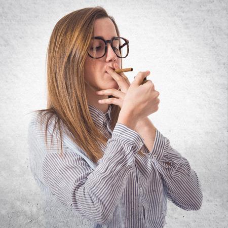 chica fumando: Fumar Muchacha adolescente