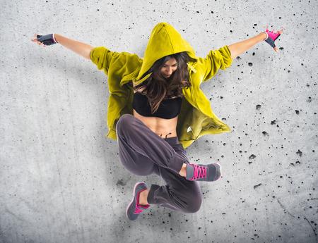 taniec: Dziewczyna nastolatka hop Taniec hip