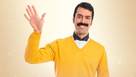 bigote: El hombre con el bigote saludando sobre fondo blanco Foto de archivo