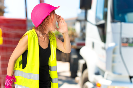 mujer trabajadora: Worker woman shouting over isolated white background