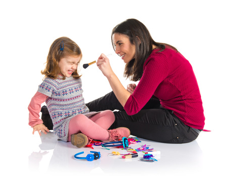 hacer el amor: Madre e hija jugando con maquillaje