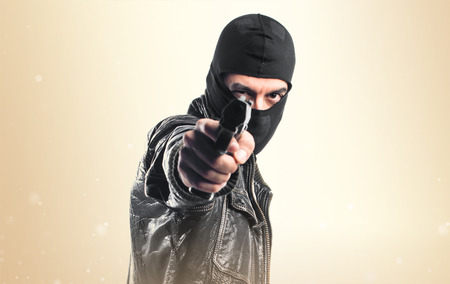 agressive: Robber shooting with a pistol