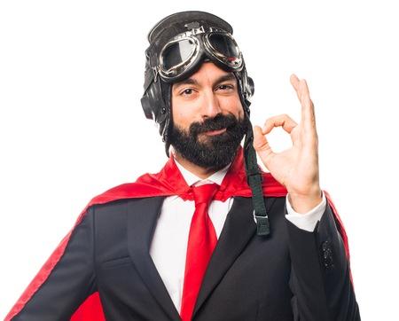 Super held zakenman die OK teken
