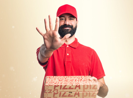 counting five: Pizza delivery man counting five