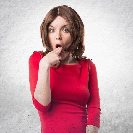 vomito: Brunette mujer haciendo el gesto de v�mitos