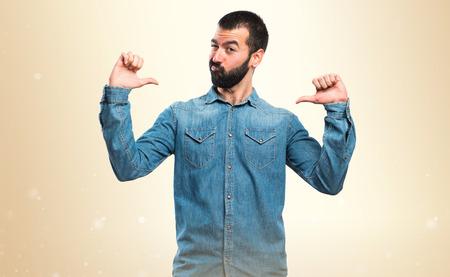 hombre flaco: Hombre orgulloso de sí mismo