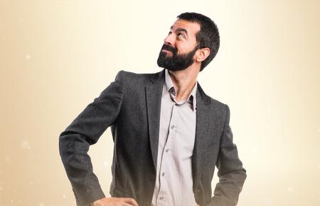 thin man: Hombre mirando