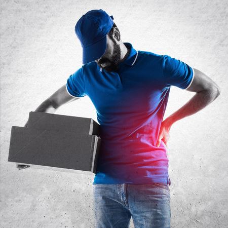dolor espalda: Hombre de salida con el dolor de espalda