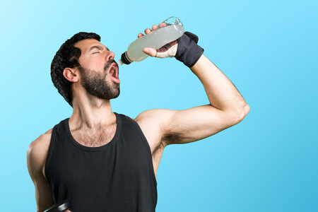 sportman: Sportman doing weightlifting drinking water soda