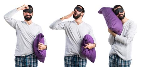 pajamas: Hombre en pijama bostezos