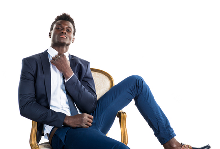 hombre negro de negocios hermoso