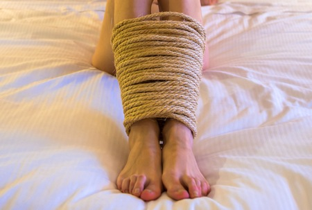 desnudo artistico: mujer sumisa en hotel de lujo Foto de archivo