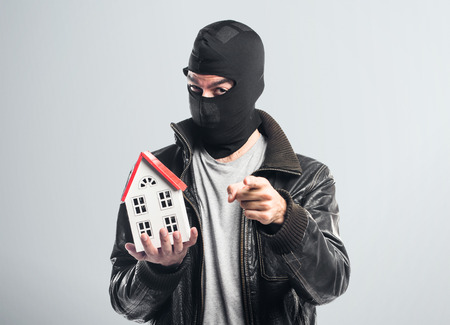 icone: Robber holding a little house