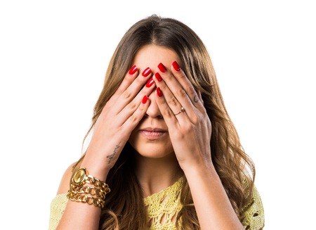 gesticulate: Girl covering her eyes