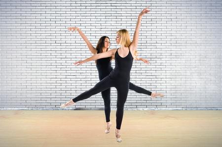 Twee meisjes dansen ballet