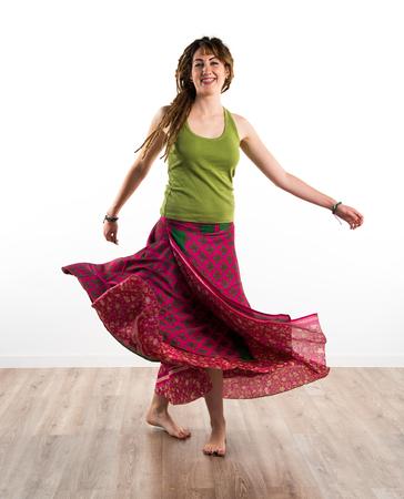 rastas: Chica con rastas baile Foto de archivo