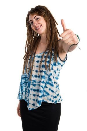 rastas: Chica con rastas con el pulgar arriba