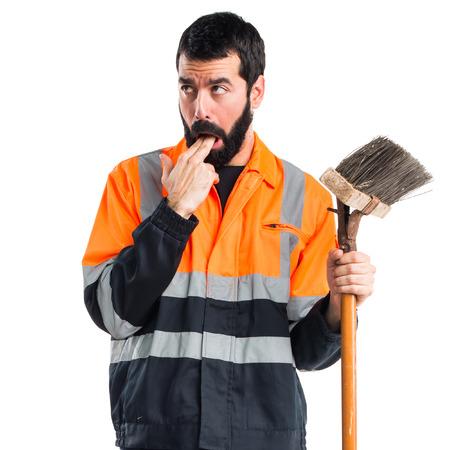 vomito: hombre de la basura haciendo el gesto de vómitos