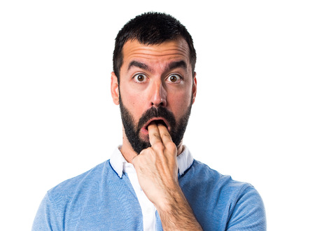 the vomiting: El hombre con camisa azul haciendo el gesto de vómitos