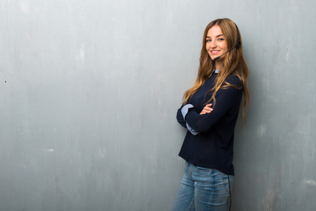 Telemarketer woman keeping the arms crossed in lateral position while smiling