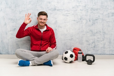 Redhead sport man showing ok sign with fingers Imagens - 121697679