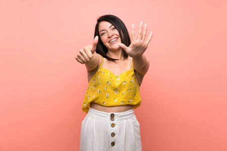 Young Mexican woman over isolated wall counting six with fingers Zdjęcie Seryjne