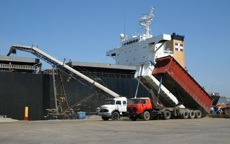 exports: Loading grains for export into a ships hold