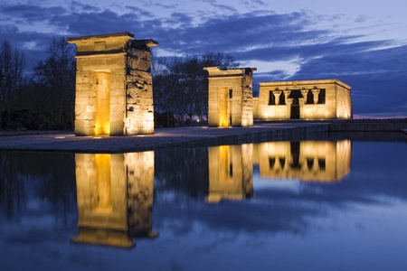 Egyptian temple reflection at night Zdjęcie Seryjne