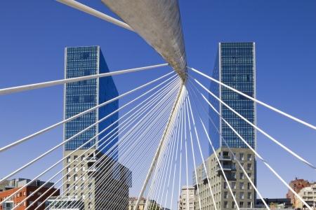 Arata Isozaki twin towers and Santiago Calatrava footbridge in Bilbao, Basque Country, Spain Standard-Bild