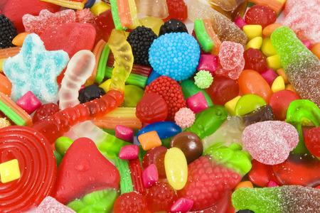Schließen Sie die Ansicht einer Sammlung von bunten Süßigkeiten