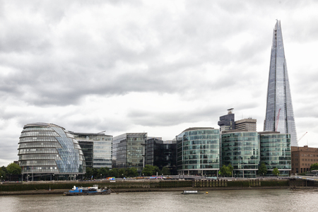 London skyline on a cloudy sky, with the city hall and the Shard and on the Thames river Publikacyjne