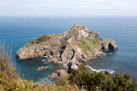 San Juan de Gaztelugatxe, Basque Country, Spain. It is an islet on the coast of Biscay, connected to the mainland by a man-made bridge Standard-Bild