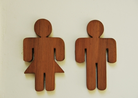 simbolo uomo donna: foto di una toilette in legno segno Archivio Fotografico