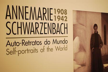 Lisboa - el 25 de marzo: autorretratos de la exposición mundial de Annemarie Schwarzenbach en CCB en, el 25 de marzo de 2011 - Lisboa, Portugal Foto de archivo - 6896602