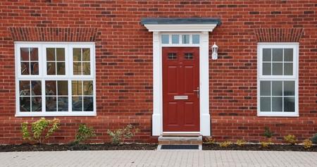 Nahaufnahme der typisch britisch british kurzhaar Wohnhaus mit kleinen Eingang-Garten