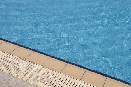 bordi: lato piscina blu e vibrante