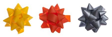 moños navideños: conjunto de arcos de regalo color aislados sobre fondo blanco