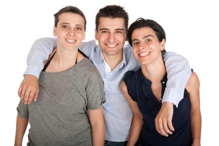 amigos abrazandose: feliz hermano sonriente y su retrato de dos hermanas (aisladas sobre fondo blanco)
