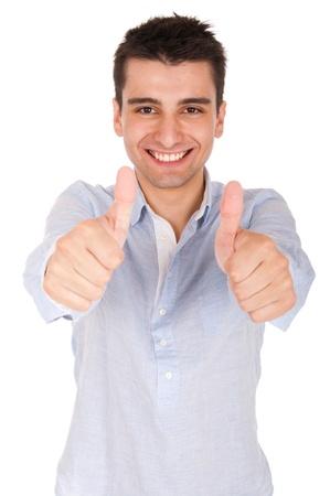sonriente a joven hombre casual mostrando pulgar arriba signo (aislada sobre fondo blanco)