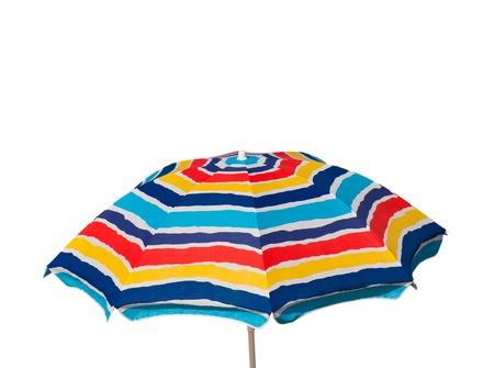 ombrellone spiaggia: ombrellone colorato isolato su sfondo bianco