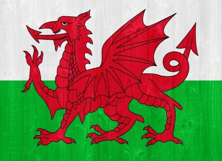 welsh flag: splendida bandiera Galles dipinta su una tavola di legno texture Archivio Fotografico