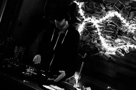 chris: LECTURA - 27 de abril de 2013:. Chris Bound realizan en el Club Social Oakford en Reading, Reino Unido el 27 de abril 2013 Are You Listening? Festival es una nueva marca, un d�a de m�ltiples festival de m�sica sede en Reading, Berkshire apoyo Reading Mencap.