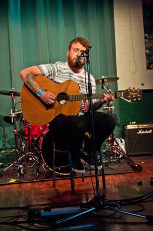 obedecer: LECTURA - 27 de abril de 2013: Liam O'Bey actuar en South Street Arts Centre en Reading, Reino Unido el 27 de abril de 2013. �Est�s escuchando? Festival es una nueva marca, un d�a de m�ltiples festival de m�sica sede en Reading, Berkshire apoyo Reading Mencap. Editorial