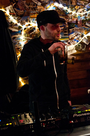 chris: LECTURA - 27 de abril de 2013: Chris Bound realizar en el Club Social Oakford en Reading, Reino Unido el 27 de abril de 2013. �est�s escuchando? Festival es una marca nueva, un d�a festival de m�sica de m�ltiples sede en Reading, Berkshire apoyo Reading Mencap.